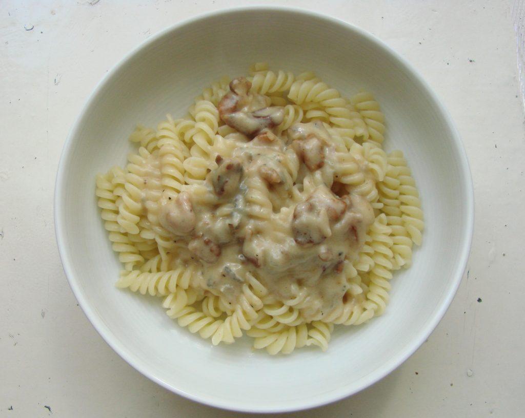 Ourserie.com - pâtes au gorgonzola, miel et noix